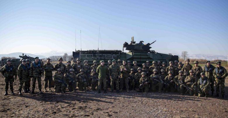 «Semper Fi» – Η 22 MEU και Apache του Στρατού των ΗΠΑ ασκούνται μαζί με Έλληνες Πεζοναύτες