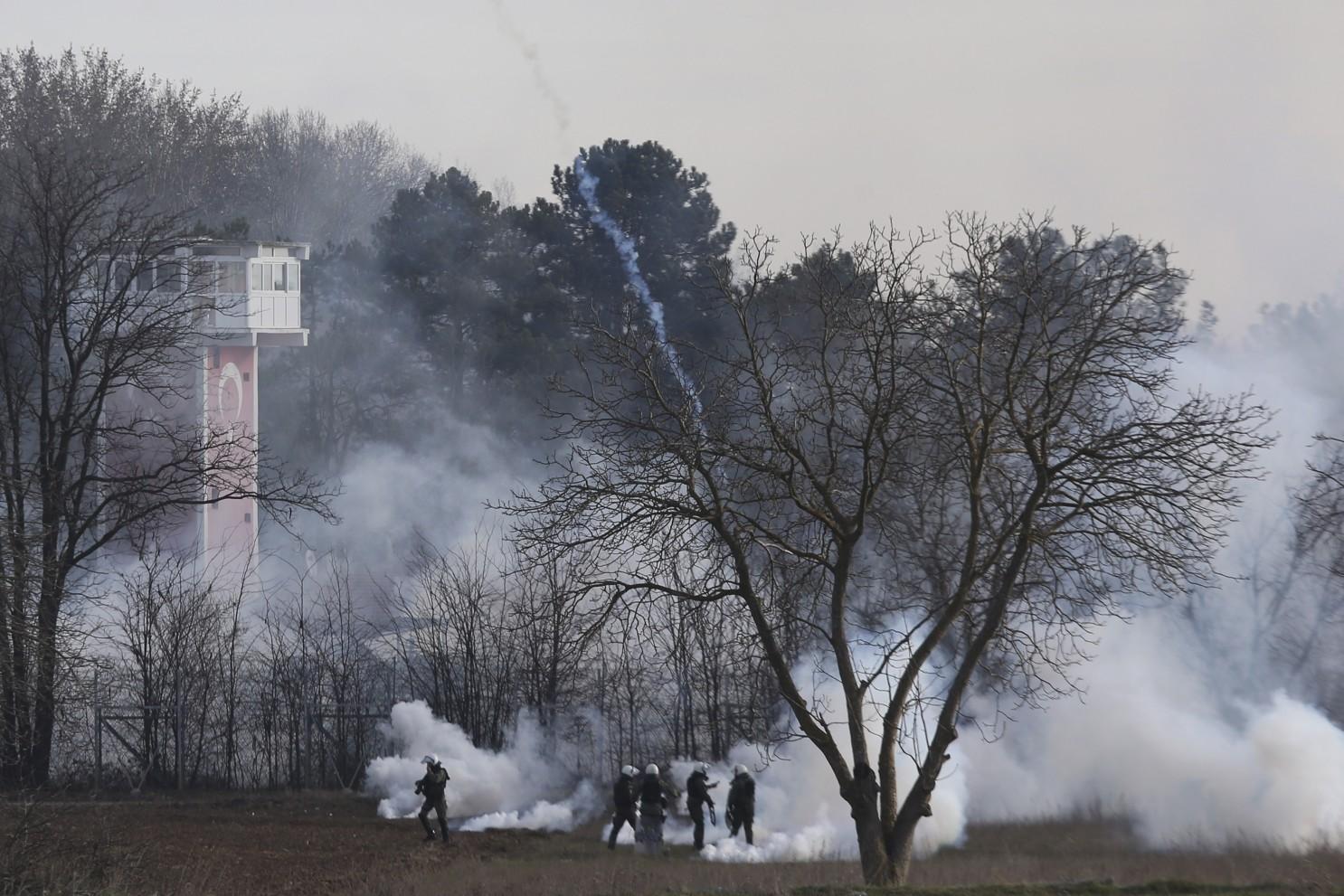 Photo of Οι βρώμικες τακτικές της τουρκικής αστυνομίας για να πέσει ο φράκτης στον Έβρο